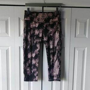 🌸3 for $30🌸 NWOT black and pink capris leggings